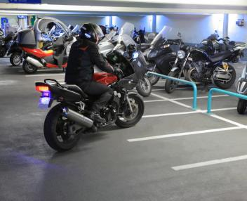 Zone motos parking Méditerranée